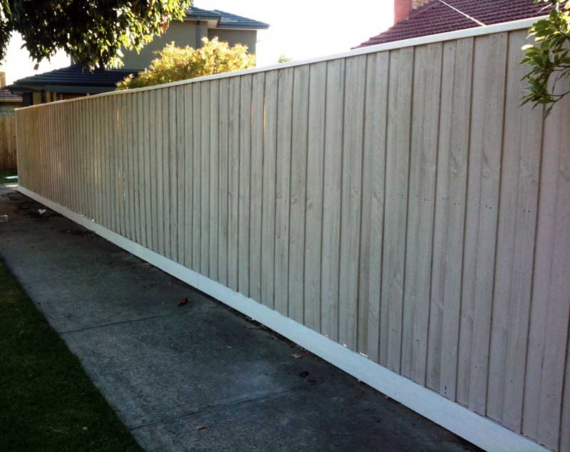 Melbourne fencing services longbeach fencing standard paling fence before painting standard paling fence after painting workwithnaturefo